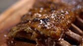 costine di maiale : Tasty juicy fragrant fried ribs are sprinkled with salt. Beautifully serving on wood desk. Close up