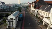 coberto : Bus Approach And Stop At Transit Station. Road Perspective View. Jakarta. Indonesia