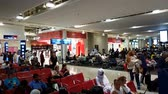 arab : Dubai, UAE - April 10. 2018. Passengers awaiting departure at airport terminal number 2