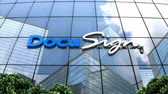 smlouva : May 2018, Editorial use only, 3D animation, DocuSign logo on glass building.