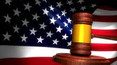 julgamento : Gavel with american flag background. Vídeos
