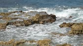 Waves crashing against the rocks in a tropical beach Dostupné videozáznamy