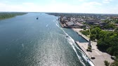 esplêndido : Wonderful aerial shot of the Dnipro and its picturesque riverbanks in Kherson region in Ukraine in a sunny day in summer. The embankment with modern buildings looks fine and gorgeous. Stock Footage