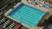 estância termal : An aerial view of people swimming.