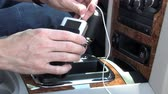 шестерня : Attaching an MP3 player to a car stereo.