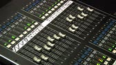 mischpult : Ein professionelles Audio-Mixer Bord. Stock Footage