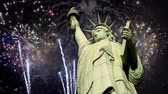 dia da independência : Fireworks behind the Statue of Liberty.Luma matte for the statue included.