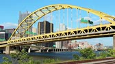 turysta : Timelapse shot of the Fort Pitt Bridge in Pittsburgh, PA. Wideo