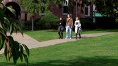 dorm : College students walk to class. Stock Footage