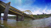 passagem elevada : An extreme fish eye view of the Fort Pitt Bridge in downtown Pittsburgh, Pennsylvania.