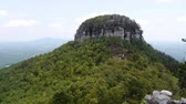 típico : The view from the top of Pilot Mountain in northern North Carolina.