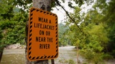 alerta : A warning sign near the New River in West Virginia. Stock Footage