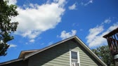 evde : Time lapse summer clouds over a home. Stok Video