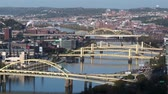 pontes : Bridges over the Allegheny River in Pittsburgh, Pennsylvania.  In 4K UltraHD.