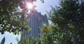 pencereler : An establishing shot of the PPG Building in downtown Pittsburgh, PA. Stok Video