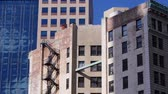 apartamentos : A typical New York-style apartment building establishing shot. Stock Footage