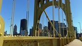 pontes : Walking over the Roberto Clemente Bridge in Pittsburgh.
