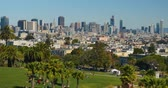 stráň : SAN FRANCISCO, CA - Circa October, 2016 - A high angle establishing shot of the San Francisco skyline as seen from atop Mission Dolores Park.