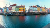 Time Lapse video panorama view of Nyhavn in Copenhagen, Denmark day to night timelapse, 4K Vidéos Libres De Droits