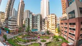 Fish eye view timelapse video of building and park in Yau Ma tei area in Kowloon Hong Kong, time lapse 4K Vidéos Libres De Droits