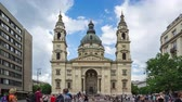 церкви : Budapest St. Stephens Basilica with tourist timelapse in Hungary, time lapse 4K