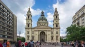 budapeşte : Time Lapse video of St. Stephens Basilica in Budapest, Hungary. Stok Video