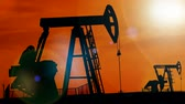 petrokimya : Pump jacks in the sunset ; Working oil pumps silhouette against sunset,video clip Stok Video