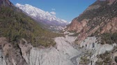 山頂 : Sunny mountain panorama, Marshyangdi river gorge, Annapurna snow summit, Nepal 動画素材