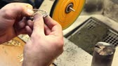 şantiye : Man polishes jewelry on grinding wheel, closeup view Stok Video