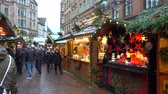 eski şehir : Hannover, Germany - December 01, 2017: Christmas Market in the Old Town of Hannover, Lower Saxony Stok Video