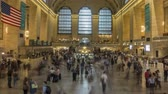 közép amerika : New York, USA - June 28, 2018: Time lapse of crowds of people in Grand Central Station in New York. 4K.
