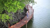 эстакада : Woman walking on wooden bridge in Mangrove forest, Thailand