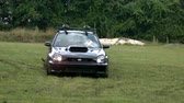 механик : slow motion car beginning drift through grass Стоковые видеозаписи