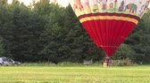 zeplin : 4K UHD - 60fps or 30fps - Staff running towards large hot-air balloon
