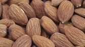 orzechy : Almond closeup. Rotating nuts background