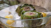 devedikeni : Artichokes in glass bowl Stok Video