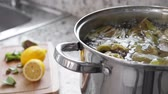 carciofo : Boiling and cooking artichokes in saucepan