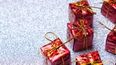 babbo natale : Red present boxes on shiny silver background. Rotate