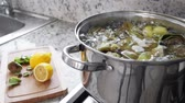 devedikeni : Boiling and cooking artichokes in saucepan