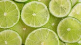cítrico : Lime slices closeup, food summer background, top view. Rotate
