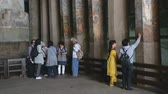 Махараштра : MUMBAI, INDIA - 15 JANUARY 2015: Tourists observing fresca on indoor columns of Aurangabad caves.