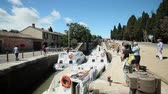 túmulo : CANAL DU MIDI, FRANCE - JUNE 22: Boats at Fonserranes locks on June 22, 2013 on the Canal du Midi, France. 86 locks are situation on the 240km UNESCO listed canal from Toulouse to Bezier.