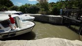 túmulo : CANAL DU MIDI, FRANCE - JUNE 22: Boat in lock on June 22, 2013 on the Canal du Midi, France. The UNESCO listed canal was built in 17th century stretching from Toulouse to Bezier. Stock Footage