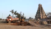 conhecido : Digger in indian village well known for its temple Virupaksha.