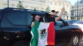 возбужденный : JUN 16, 2018, MOSCOW, RUSSIA: Mexican funs with national flag on the street