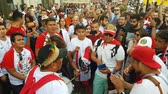 cantar : JUN 16, 2018, MOSCOW, RUSSIA: Peruvian Beat the drum and dancing on the street. People in national soccer team wear posing and dancing for photographer in Moscow
