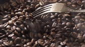 coffee break : Mix coffee beans in a burning pan