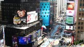 vezes : NEW YORK CITY - MAY 20: Timelapse of Times Square traffic at daytime