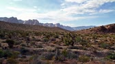 tranquilo : time lapse of Nevada desert with mountains on background Vídeos