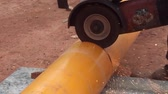notched : Cutting pipe layers polyethylene coating by means of the abrasive tool